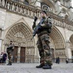 Πυροβολισμοί έξω από την Παναγία των Παρισίων