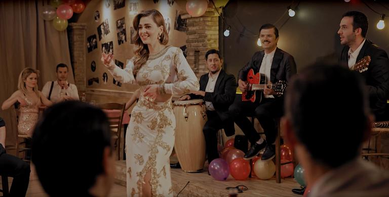 Η Ρένα Μόρφη και ο Φοίβος Δεληβοριάς ζωντανεύουν την εποχή της Σούλης Ανατολή σε ολοκαίνουριο video clip