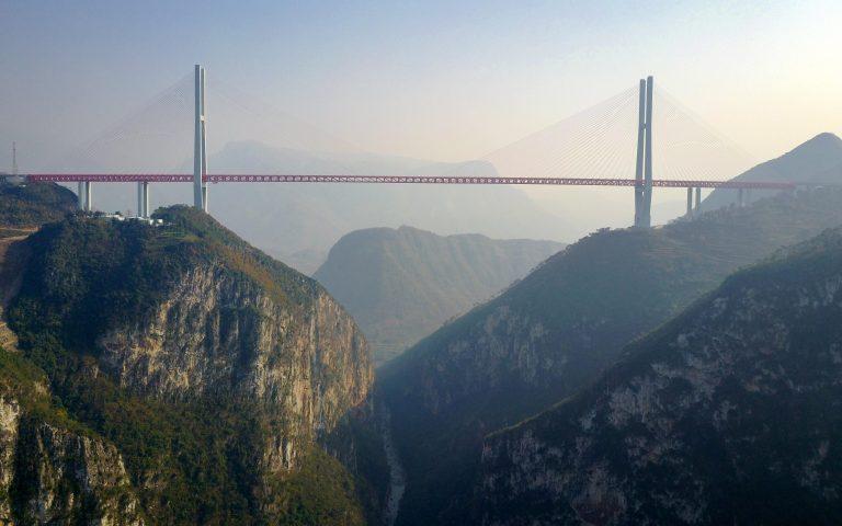 Η γέφυρα Beipanjiang στην Κίνα είναι ένα θαύμα της μηχανικής