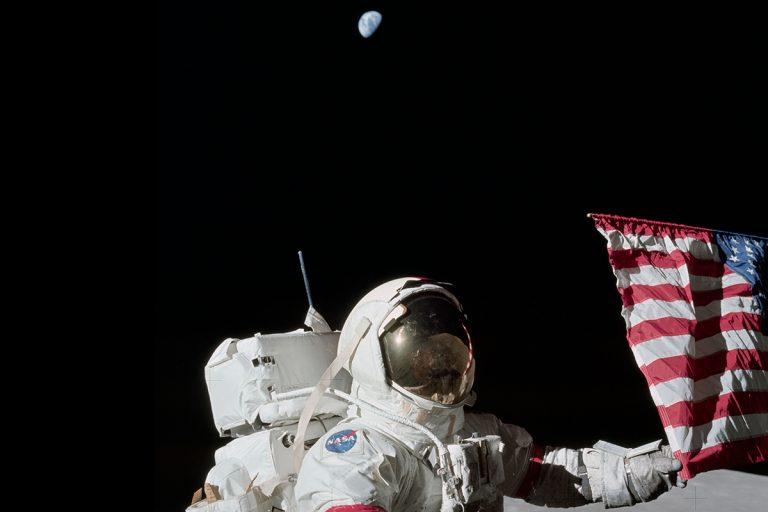 Ο Πρόεδρος των ΗΠΑ υπέγραψε διάταγμα για επανδρωμένες αποστολές στη Σελήνη