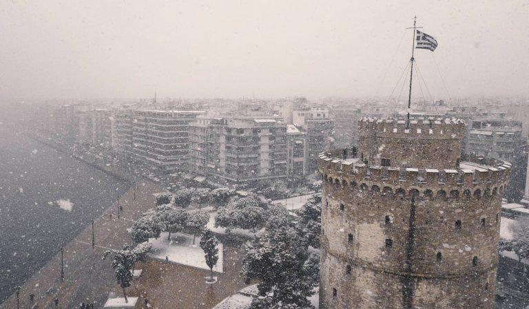 Φωτογραφίες και βίντεο από την πρώτη χιονόπτωση του '19 σε Θεσσαλονίκη και υπόλοιπη Ελλάδα