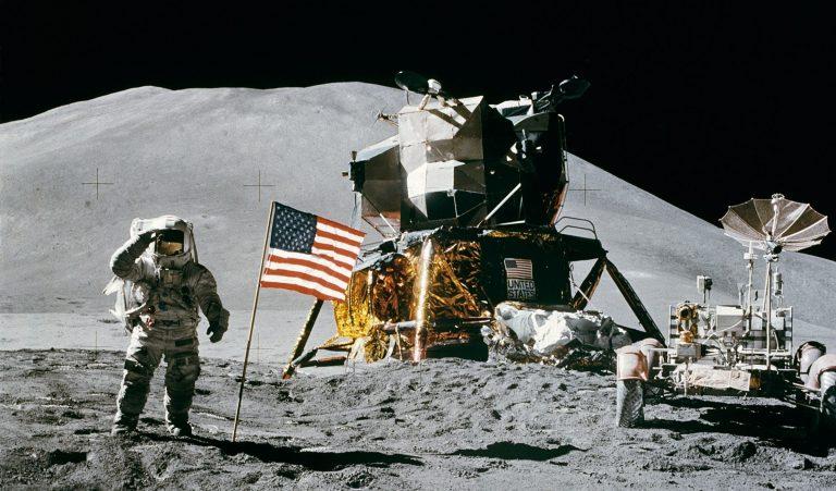 Η NASA επιστρέφει με ανθρώπους στη Σελήνη