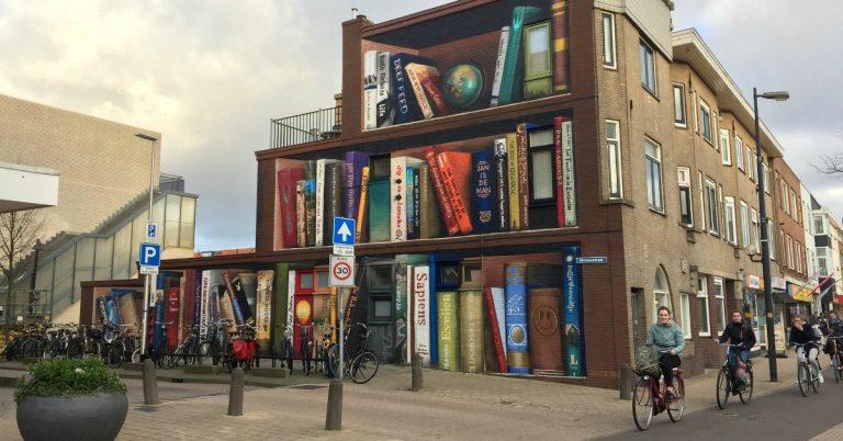 Η εντυπωσιακή τοιχογραφία στην Ουτρέχτη που μοιάζει με βιβλιοθήκη